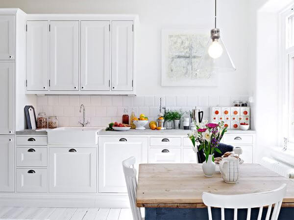 Cozinha modulada branca estilo escandinava