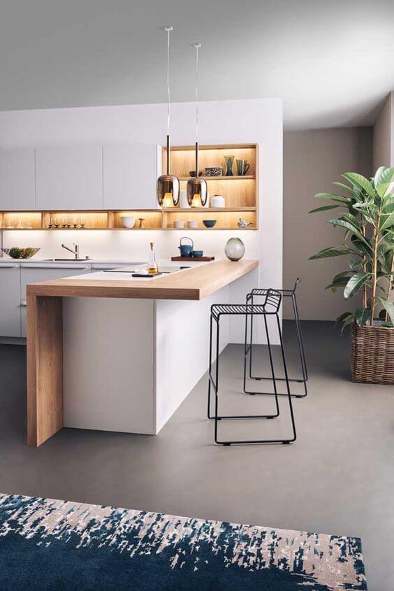 Cozinha clean com pendentes acima da bancada