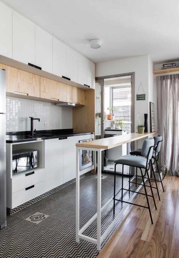 Cozinha clean e pequena estilo escandinava nas cores branco e cinza