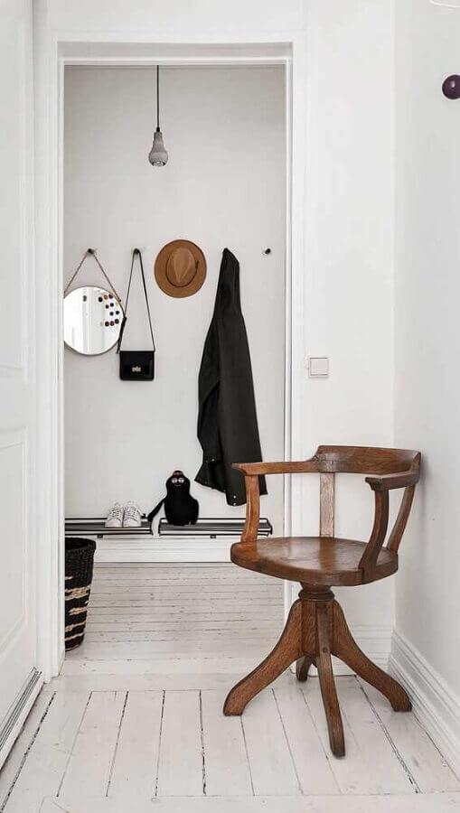 decoração clean com cadeira decorativa giratória de madeira Foto Ideas Decor