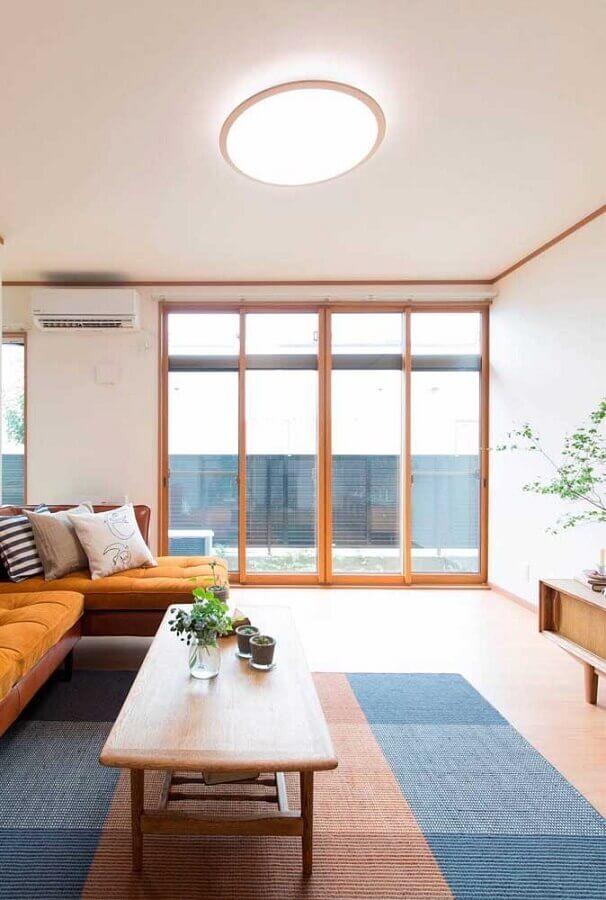 decoração clean com tapete colorido para sala grande Foto DecorStyle