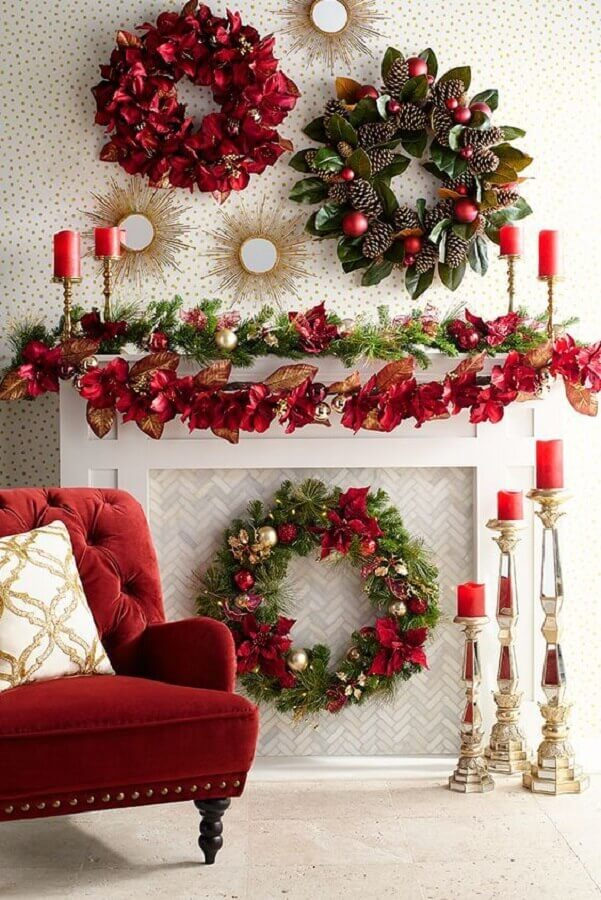 decoration with Christmas garlands Photo Elle Decor