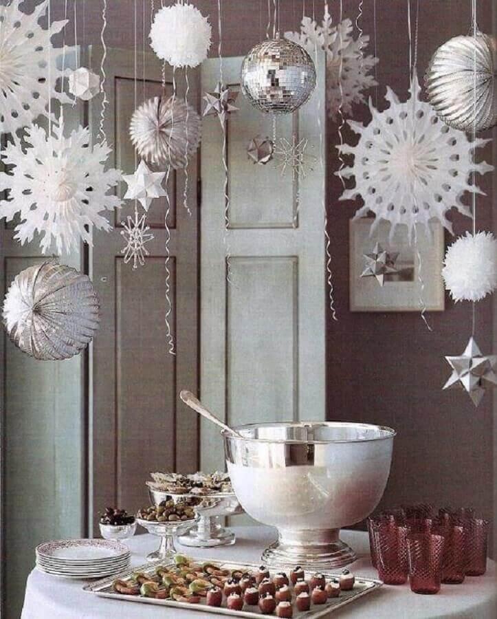 decoração com itens suspensos para festa de ano novo Foto Pinterest