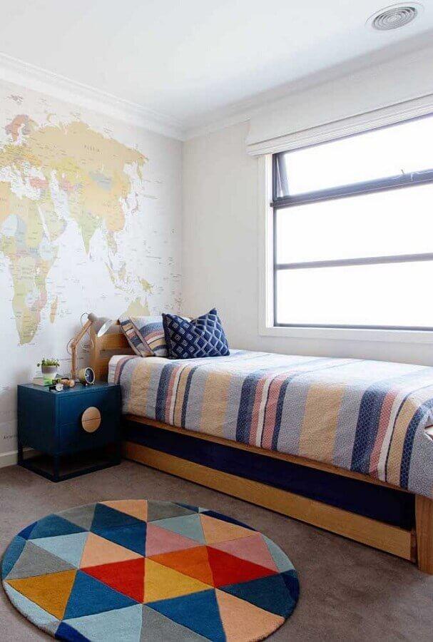 decoração com tapete colorido para quarto de solteiro Foto Pinterest