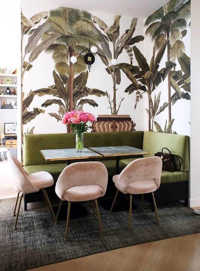 decoração coom canto alemão verde musgo e cadeiras rosas Foto Maurício Gebara Arquitetura