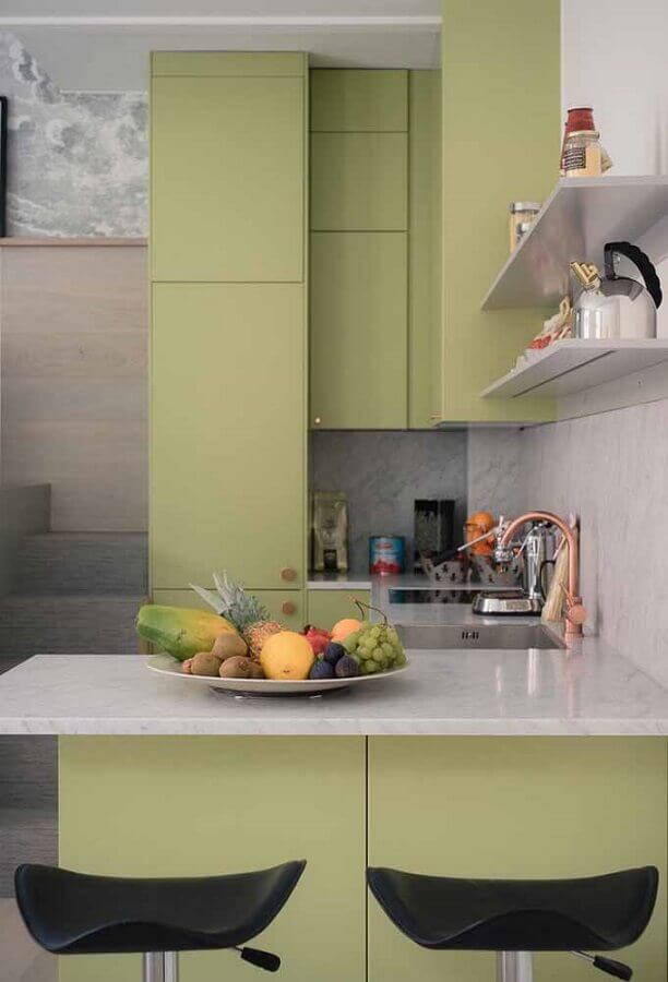 decoração cozinha pequena verde musgo e cinza  Foto Ideias Decor