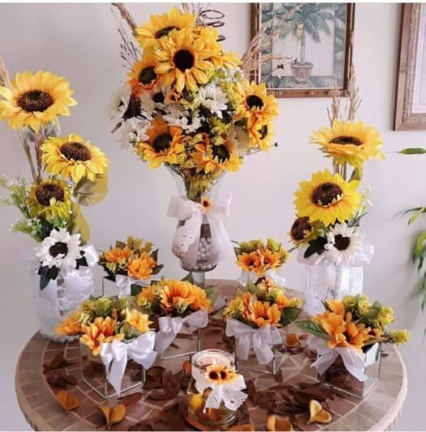 Decoração com flores para casamento girassol