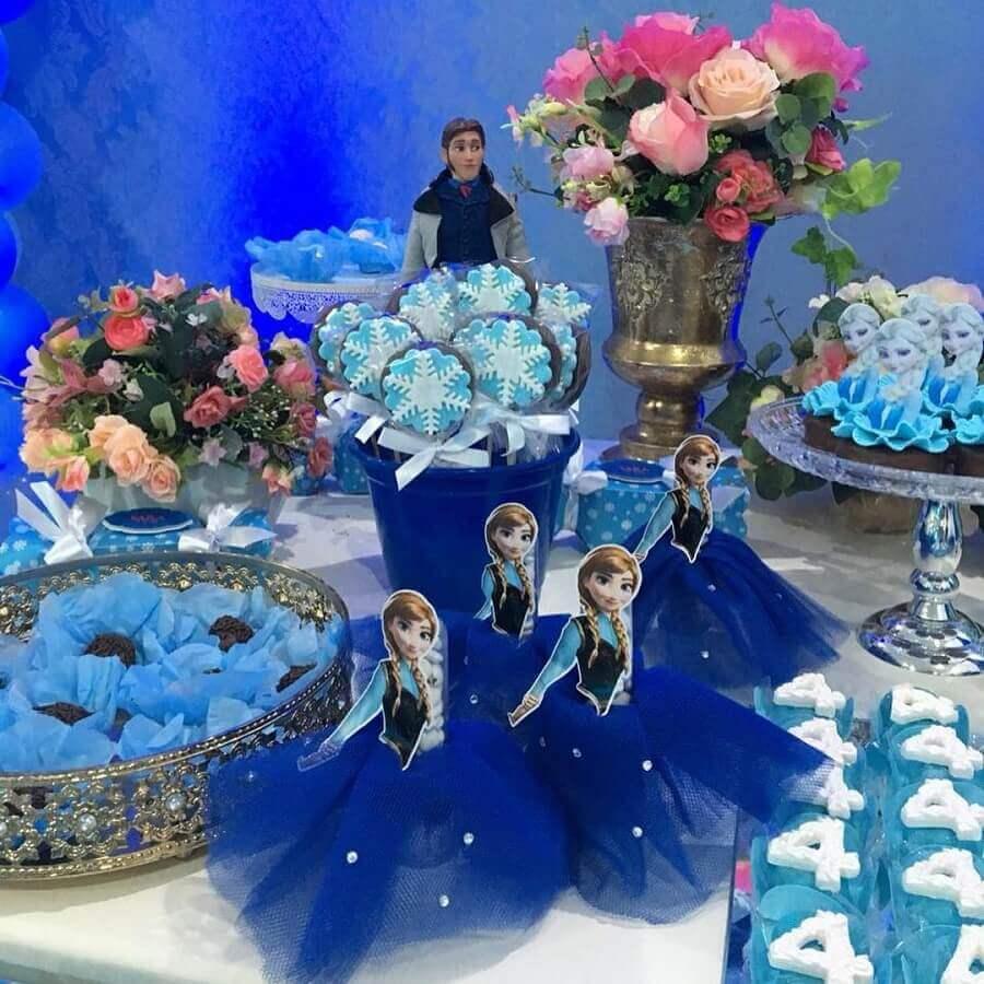 decoração de festa da frozen com bandeja de prata Foto Luna Festas
