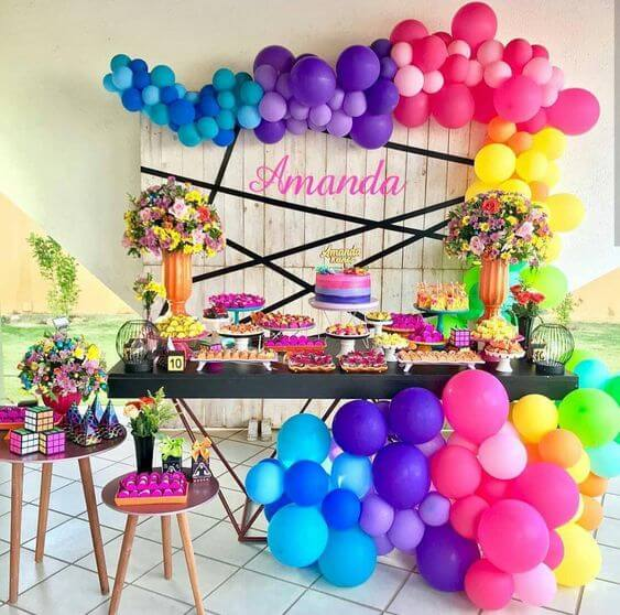 Decoração de festa de 18 anos neon