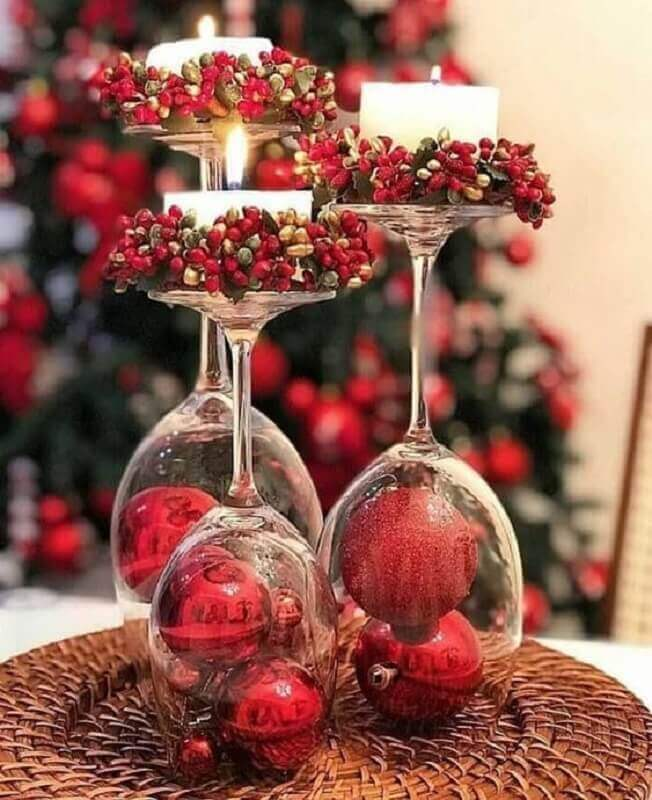 Christmas table decoration with red balls inside bowls Foto Pinterest