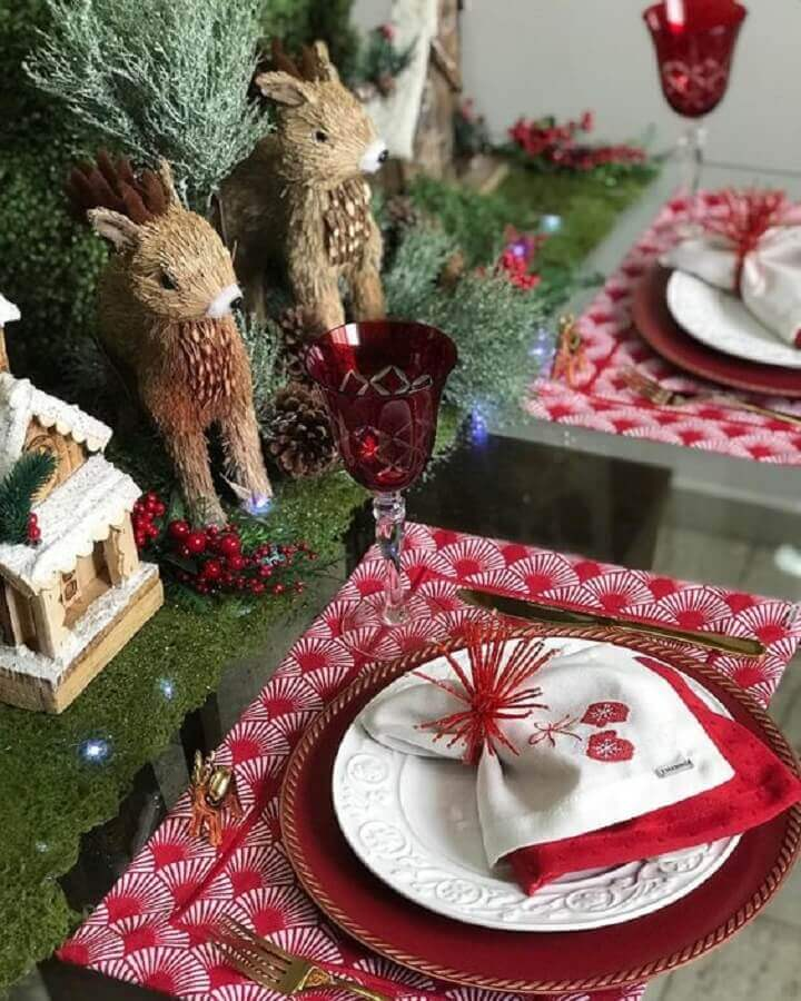 classic christmas table decoration with reindeer dolls Photo Women's Tips