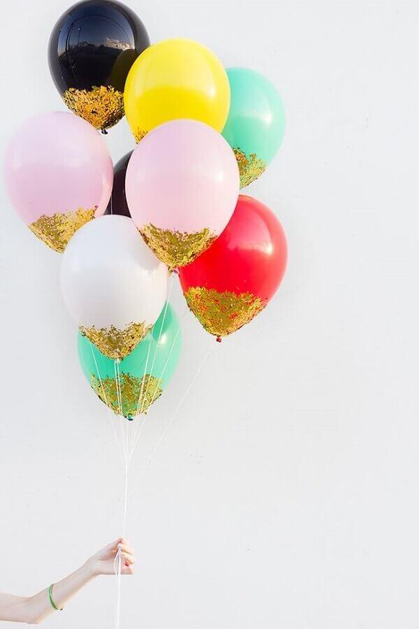 decoração de réveillon com balões coloridos Foto Casa&Diseño