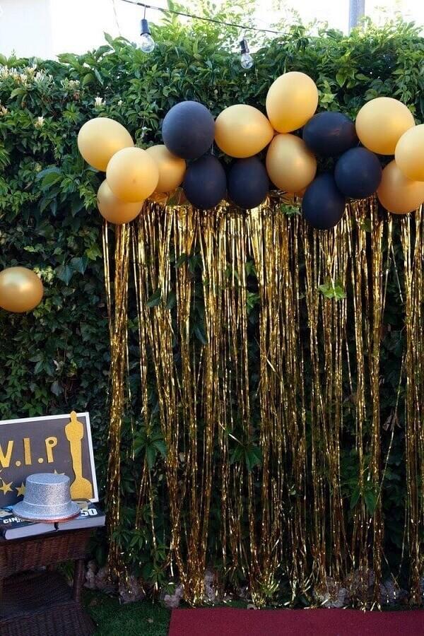 decoração de réveillon com balões e cortina dourada Foto Pinterest