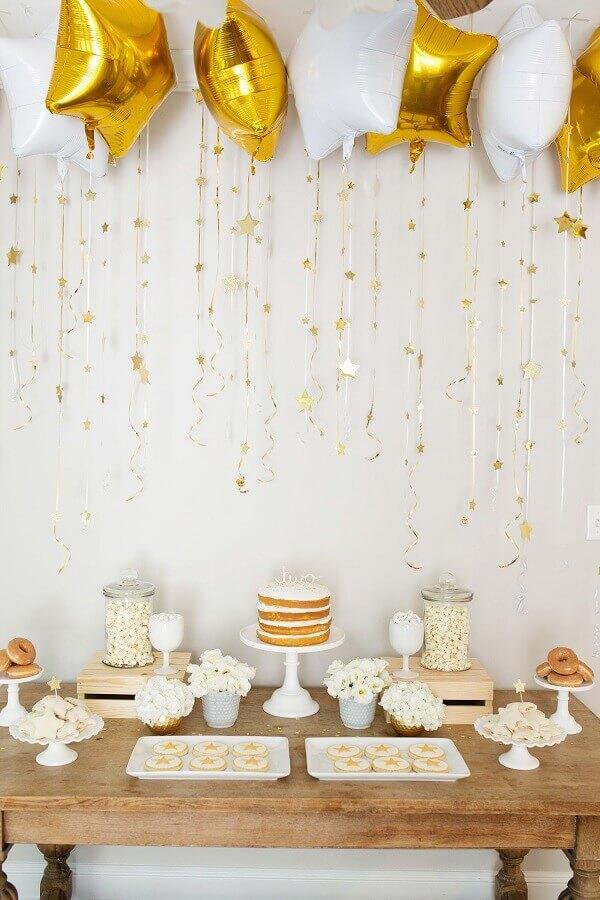 decoração de réveillon com balões em formato de estrela Foto Suzanne Carey Photography