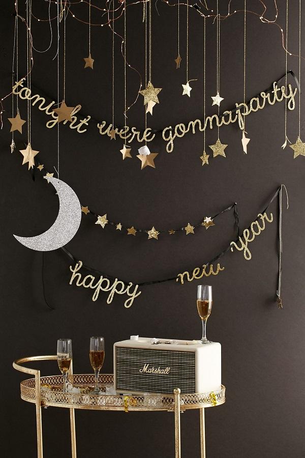 decoração de réveillon simples e moderna preta e dourada Foto We Heart It