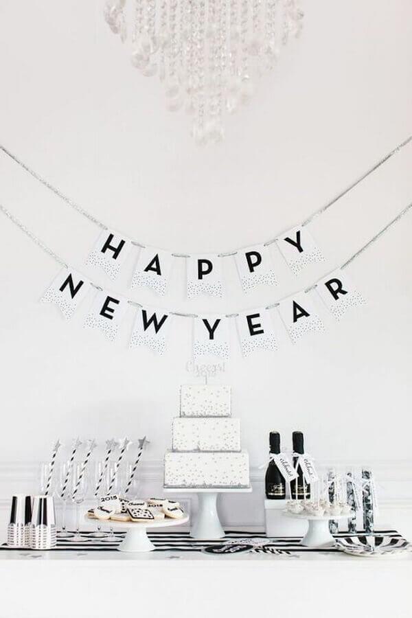 decoração de réveillon simples toda branca Foto Casa e Festa
