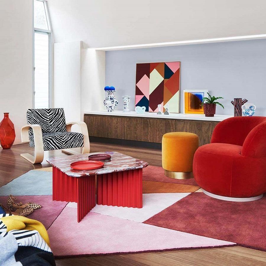 decoração de sala com poltrona vermelha e poltrona zebrada Foto Home Fashion Trend