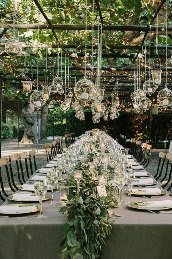 decoração moderna com folhagens e velas para casamento no campo Foto Party Decoration Ideas