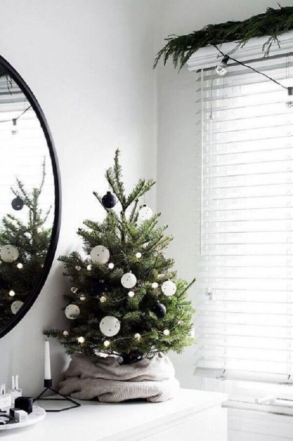 decoração moderna e minimalista com árvore de Natal pequena Foto Home Fashion Trend