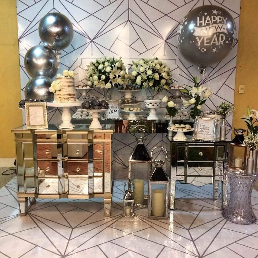 decoração moderna para festa de ano novo prata Foto Mônica Negrão