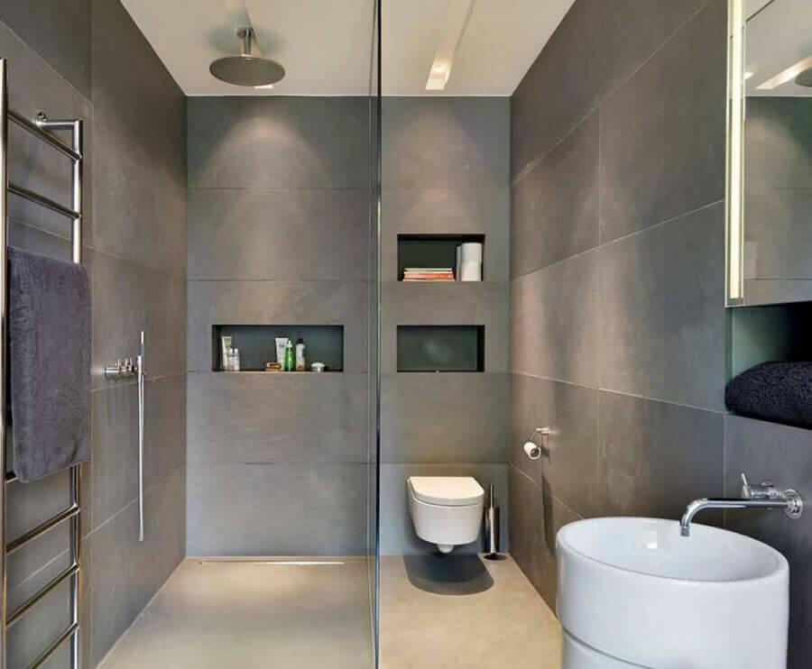 decoração para banheiro cinza com nichos embutidos Foto Pinosy