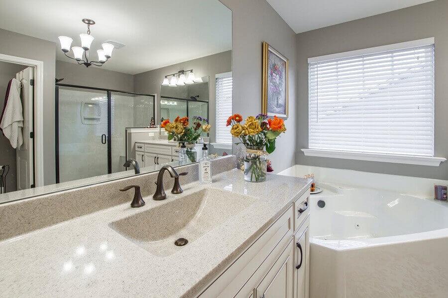 decoração para banheiro com banheira de hidromassagem
