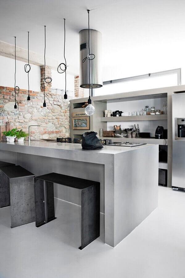 decoração para cozinha com bancada cinza e parede de tijolinho rústica Foto Wood Save