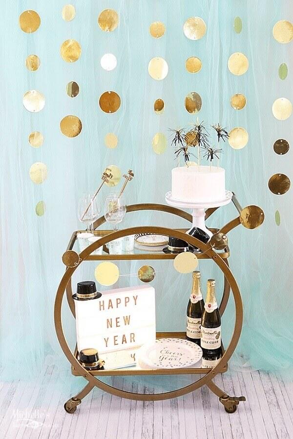 decoração para reveillon com cantinho de bebidas Foto Pinterest