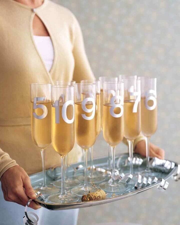 decoração para reveillon com taças personalizadas Foto Martha Stewart