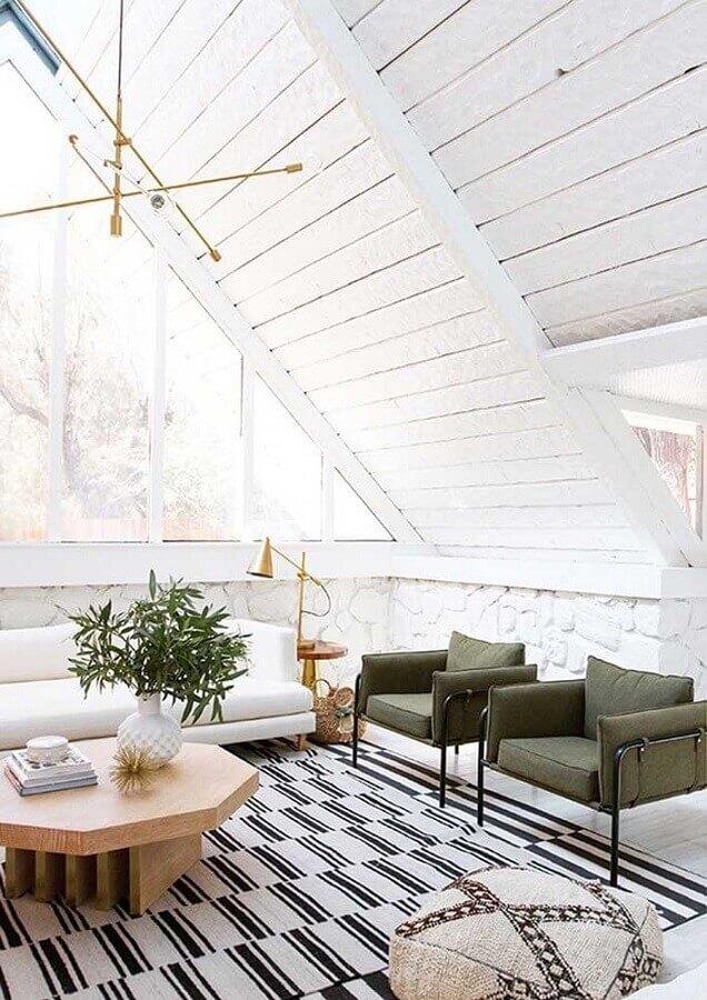 decoração para sala toda branca com poltrona verde musgo moderna  Foto Apartment Therapy