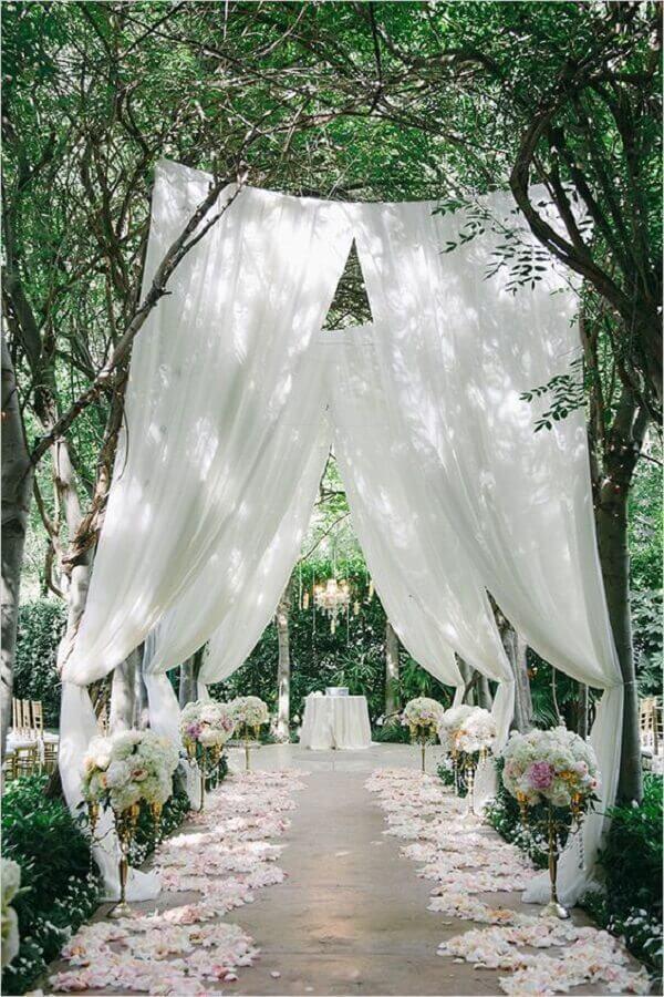 decoração romantica para cerimonia de casamento no campo Foto ELLE Decoration