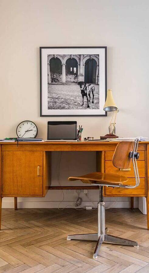 decoração simples com cadeira giratória sem braço de madeira Foto Wood Save