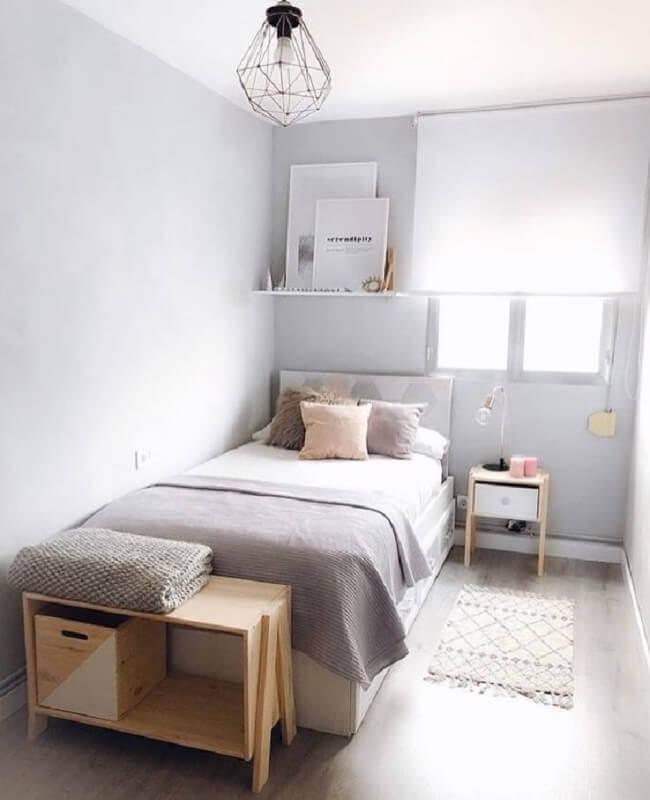 decoração simples para quarto cinza com cama box solteiro Foto Pinosy