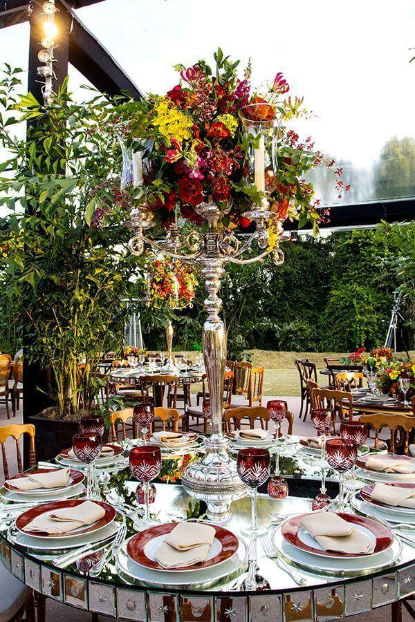decoração sofisticada para festa de casamento no campo Foto Assetproject