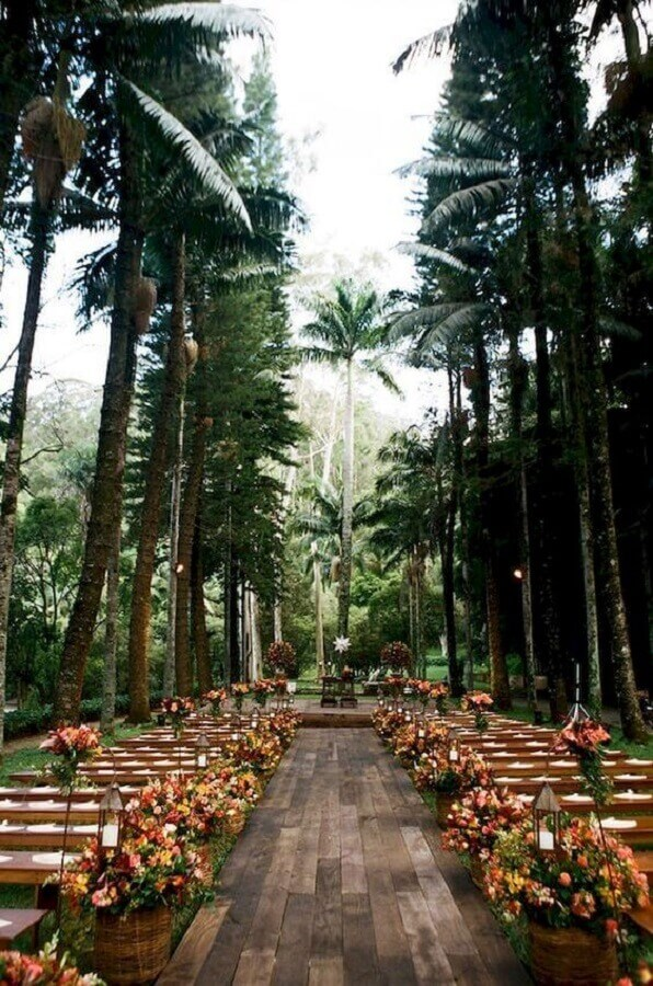 decoração sofisticada para cerimonia de casamento no campo Foto Ideaboz