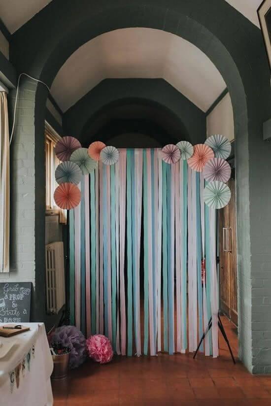Decoração de casa com cortina de papel crepom