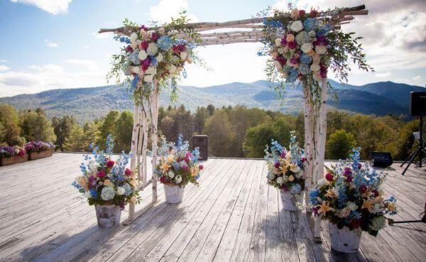 Decoração de casamento com hortênsias no arco