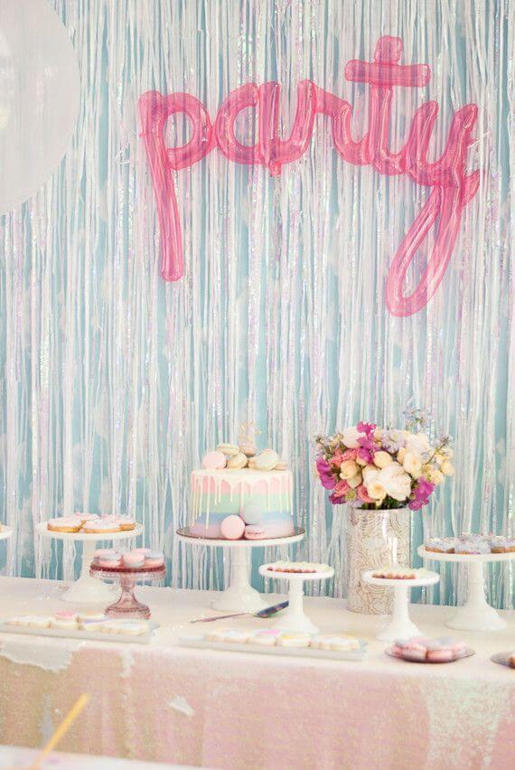 Decoração de festa simples em azul e rosa