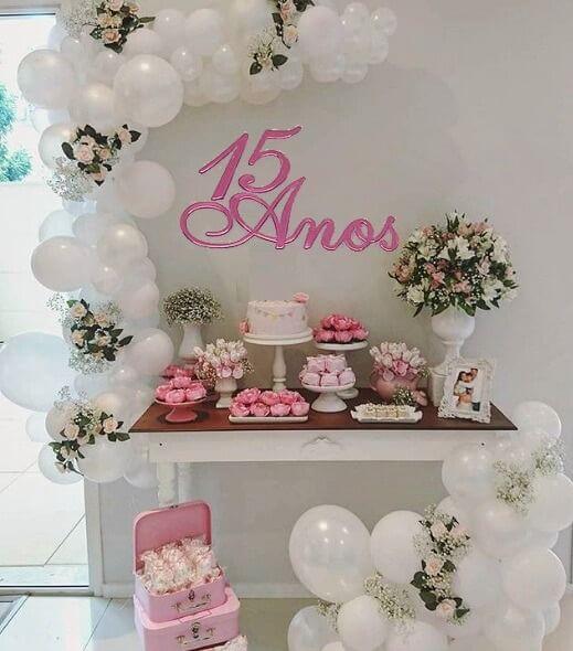decoração de festa simples para aniversário de 15 anos