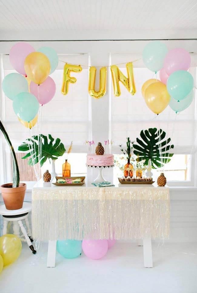 Tema tropical para decoração de festa simples
