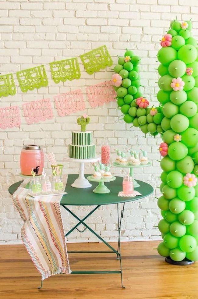 Decoração de festa simples com cactos