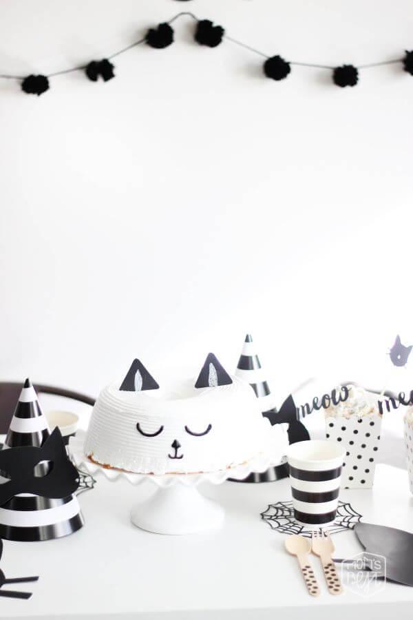 Decoração de festa simples de gatinho preto e branco