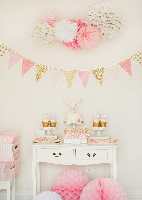 Decoração de festa simples e barata em rosa e dourado