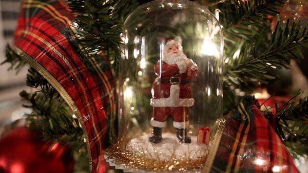 papai noel para decorar a árvore de natal