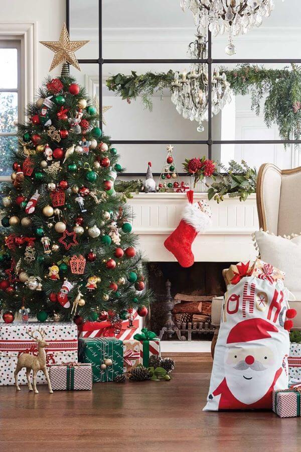 Decoração de natal com papai noel nos detalhes
