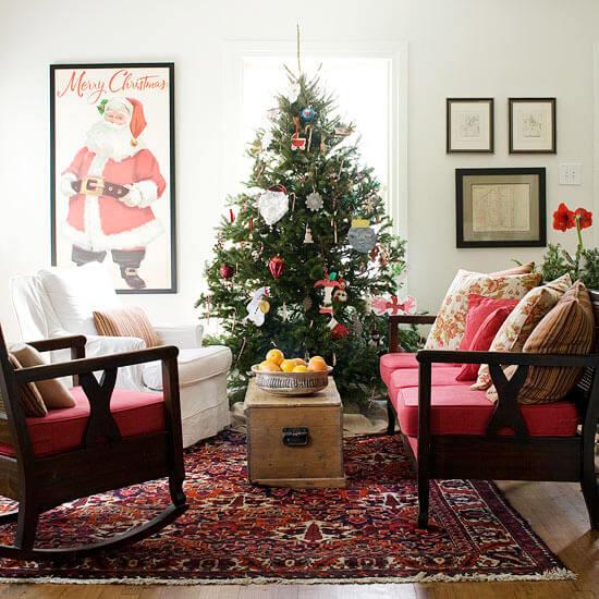 Decoração de sala de estar com quadro do papai noel na decoração