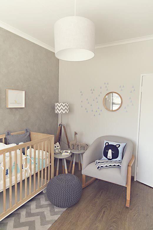 quarto de bebê com puff de crochê