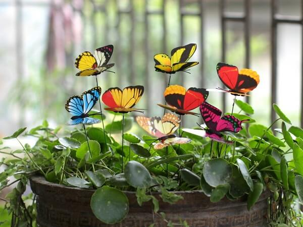As borboletas podem formam lindos enfeites para jardim