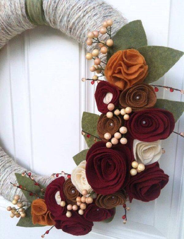 Enfeite de natal para porta feito com tecido de feltro