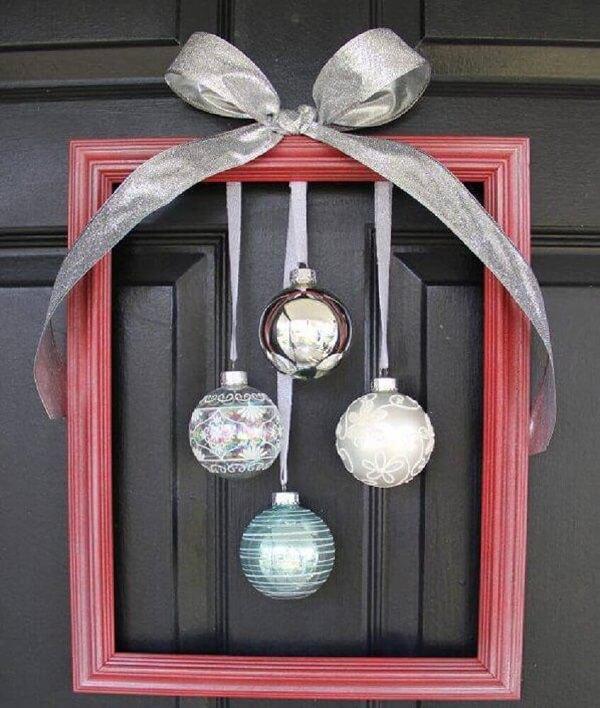 Enfeite de natal para porta feito com moldura de quadro